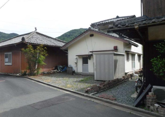 西予市三瓶町蔵貫字カワラ791-21